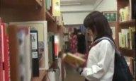 ラッキースケベが続いて図書館で女子校生とヤレたった