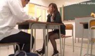 教室で堂々生徒を誘ってごっくん決めた痴女教師