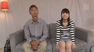 真面目な色白素人娘がカメラの前で恥じらいながらもパコ→生中出しに悶絶イキ