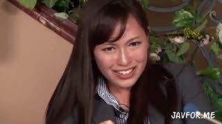 美人女子アナが生放送中にチンポねじ込まれ中出しされてる