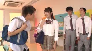 制服姿の美女JK娘が複数のクラスメイトに犯されて大量ザーメン顔射